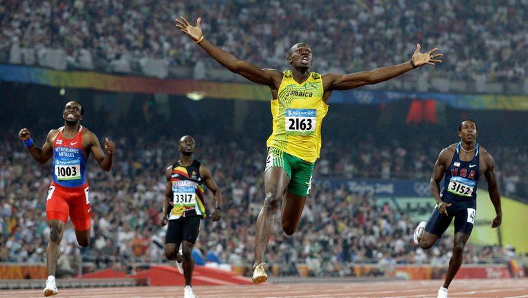 Usain Bolt wint de finale van de 200 meter in Peking in Puma-outfit. Beeld ap