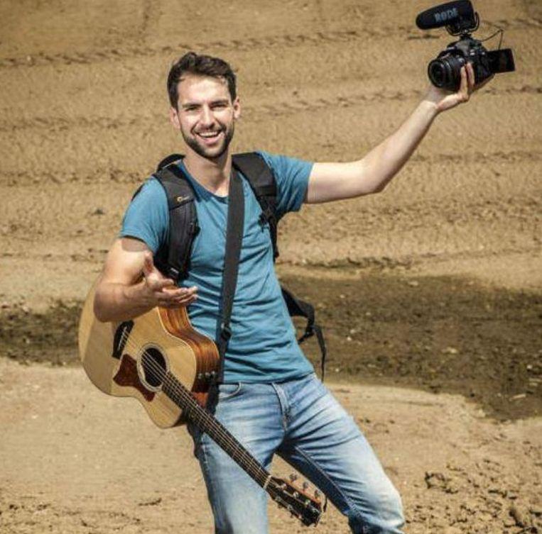 Een gitaar, camera en proper ondergoed. Meer heeft Arne Vanhaecke niet nodig om aan zijn avontuur 'Down Under' te beginnen.