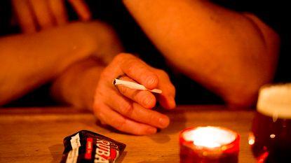 """Rookverbod in cafés niet nageleefd: """"Niet alleen uitbaters maar ook rokers beboeten"""""""