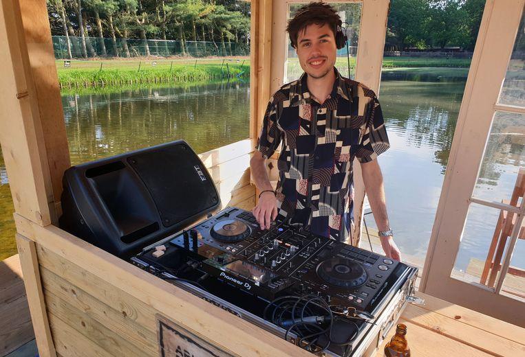 HYPESQUAD verzorgde zaterdag de beats op Ark Beach.