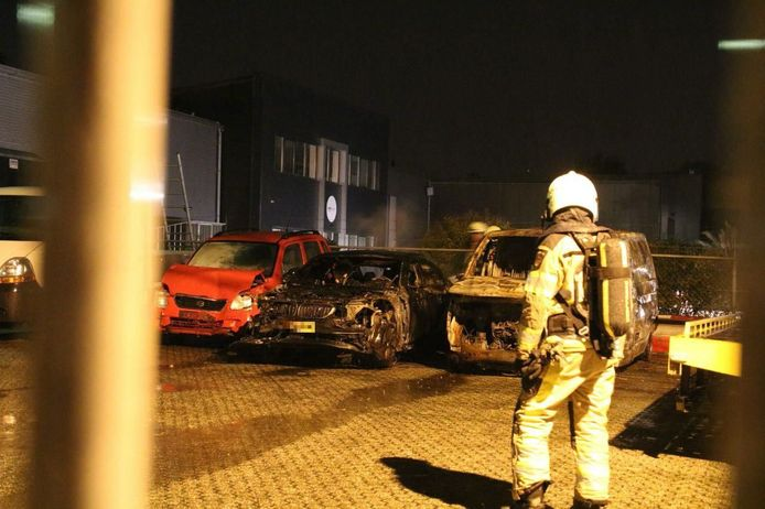 De autobrand bij het bedrijf in Zwolle