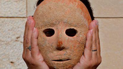 Unieke vondst: wandelaar ontdekt 9.000 jaar oud masker in Hebron
