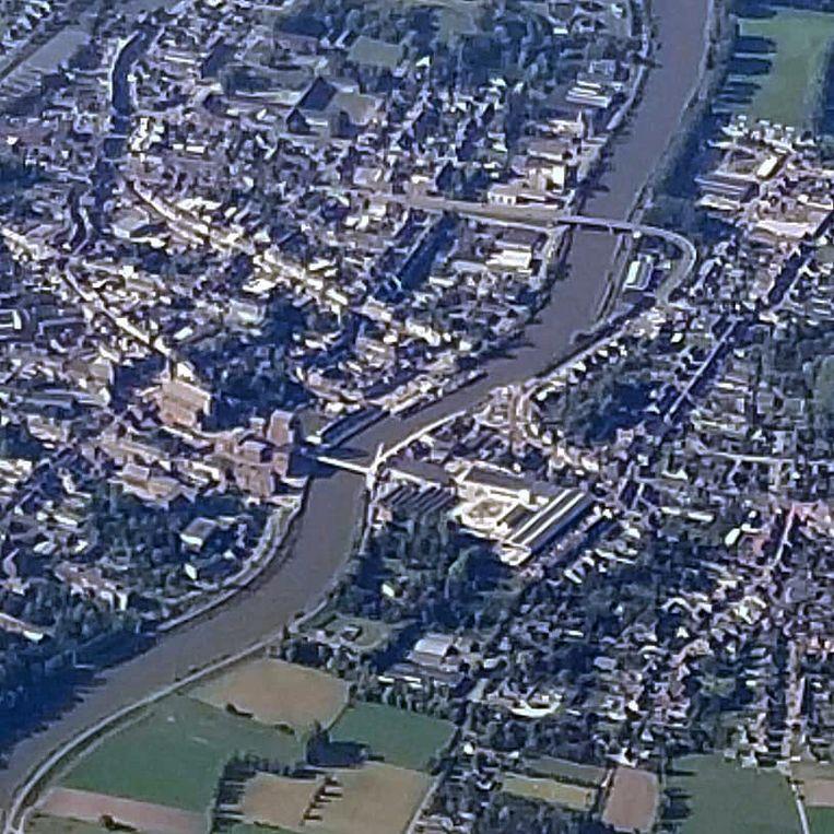 De luchtfoto van Filip Bontinck. De Passerelle, die tussen de nieuwe fietsers- en voetgangersbrug en de autobrug over de Schelde lag, is nergens meer te bespeuren.