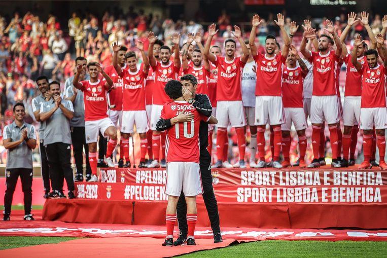 De spelers van Benfica werden op indrukwekkende wijze voorgesteld.
