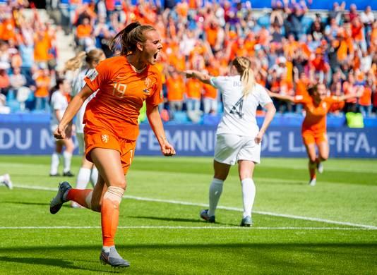 Toch een goede start van het WK: invaller Jill Roord juicht na haar winnende goal tegen Nieuw-Zeeland.