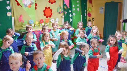 Kinderen van Kleuterschool Valkenberg Nederbrakel trakteren op amusant grootoudersfeest