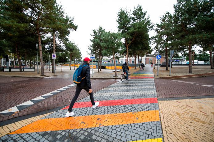 Apeldoorn. Diverse problemen met het gaybrapad bij het stationsplein, verhaal van Jeroen Pol. © Maarten Sprangh