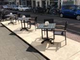 Westlanders laten in Rotterdam een staaltje 'niet lullen maar poetsen' zien en bouwen 400 coronabestendige terrassen