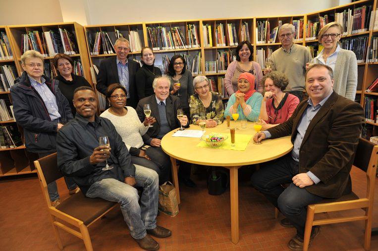 Eric Van Rompuy en schepen Dirk Filips heffen het glas op café Combinne.