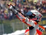 Márquez ontwijkt crash en wint in Catalonië