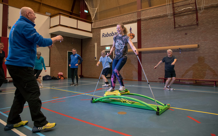 Bauke de Groot geeft ski-fit training.