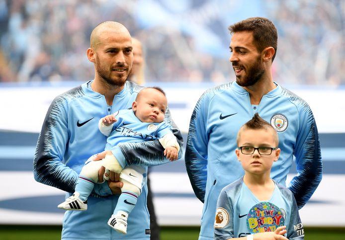 David Silva met zijn zoon Mateo en teamgenoot Bernardo Silva.