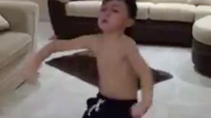 VIRAL: Deze kleine jongen heeft echte dansbenen