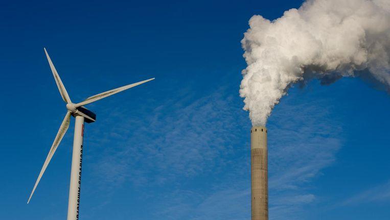Windmolen en elektriciteitscentrale van Nuon in Amsterdam. Beeld Anp