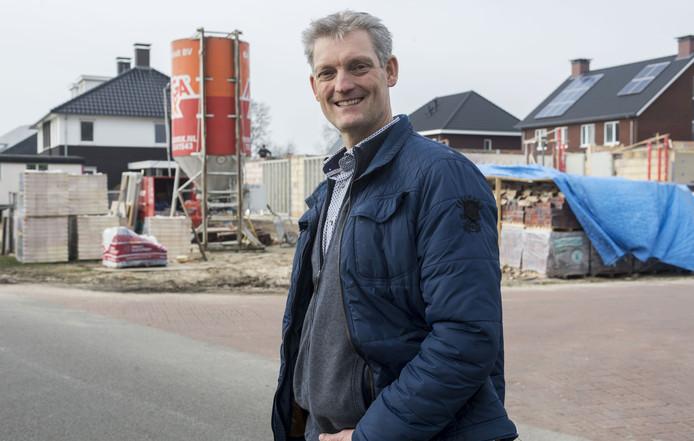 Wethouder Erik Volmerink van de gemeente Tubbergen: 'Onze ervaring is dat de kavel uiteindelijk wordt verkocht aan mensen die niet op de wachtlijst staan'.