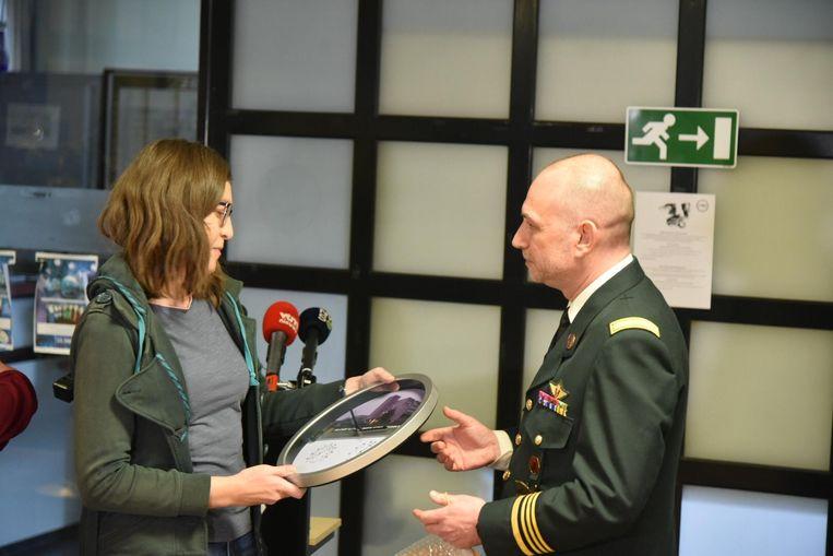 Directeur Wouter Weuts overhandigde een afscheidsgeschenk aan de patiënten.