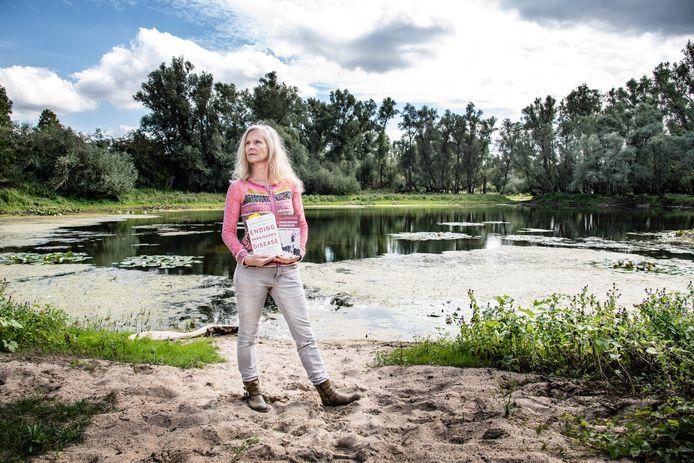 Marina Noordegraaf heeft de ziekte van Parkinson. Ze vermoedt dat blootstelling aan bestrijdingsmiddelen eraan heeft bijgedragen dat de ziekte zich bij haar heeft ontwikkeld.