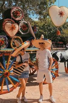 Frenkie en Mikky genieten in Mexico, Essien lacht om tuinman