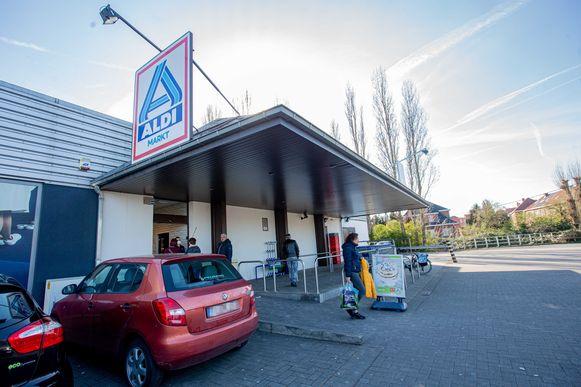 Het Aldi-filiaal langs de Bergensesteenweg in Sint-Pieters-Leeuw.