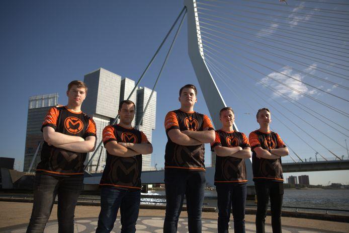 De stad Rotterdam en mCon esports slaan de handen ineen. Rotterdam is nu de eerste Nederlandse stad met een groot esports-team