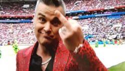 Robbie Williams pakt tijdens openingsceremonie uit met opgestoken middenvinger