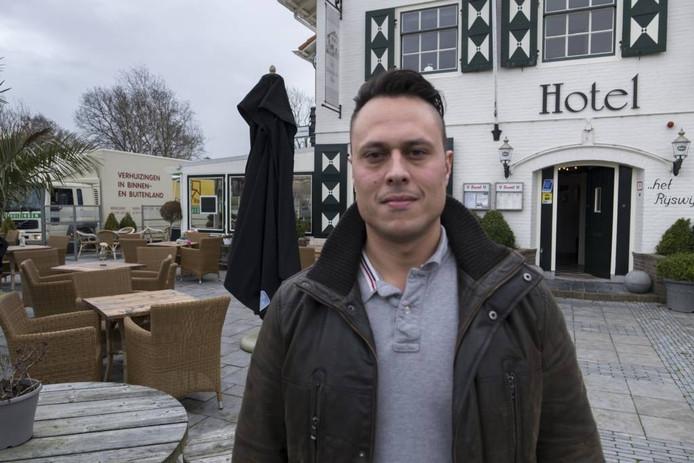 Danny de Boer voor het Rijswijksche Huis.