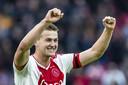 Ajax-aanvoerder Matthijs de Ligt scoorde vanmiddag in de 5-1 overwinning op ADO Den Haag.