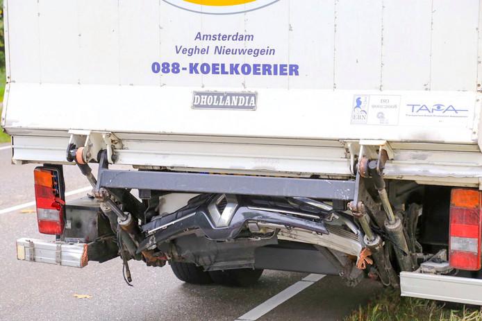 Kop-staartbotsing op Helmondsingel in Deurne