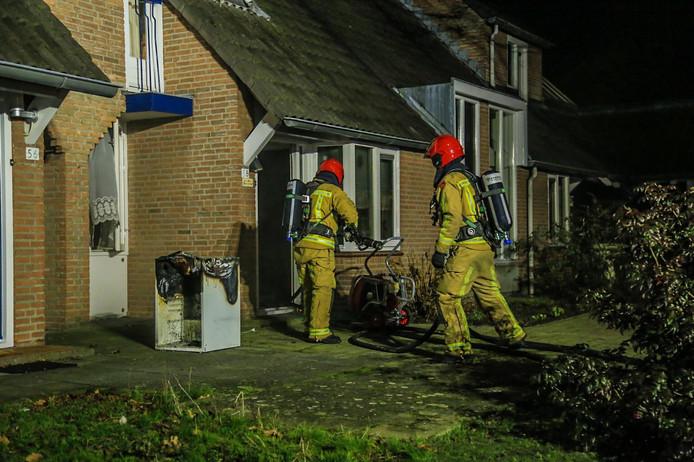 Bij een brand in Gemert raakten twee mensen gewond.