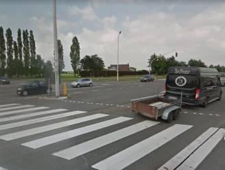 Postauto betrokken bij ongeval in Assenede:  bestuurder gewond naar ziekenhuis