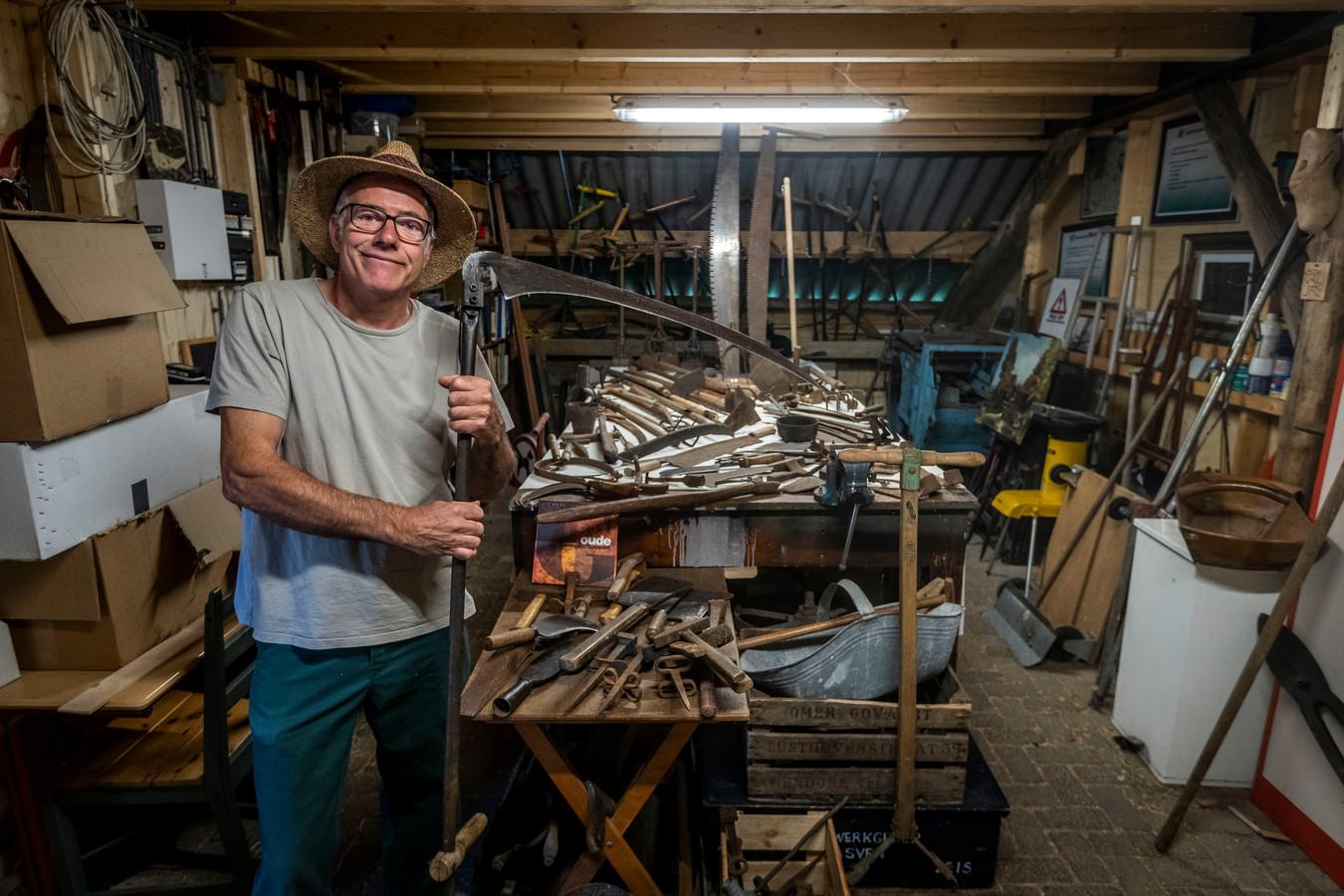 Kees Grevenbroek verzamelt oud boerengereedschap.