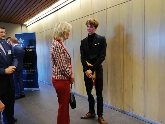 Matisse Haerycnk (16) in gesprek met prinses Astrid