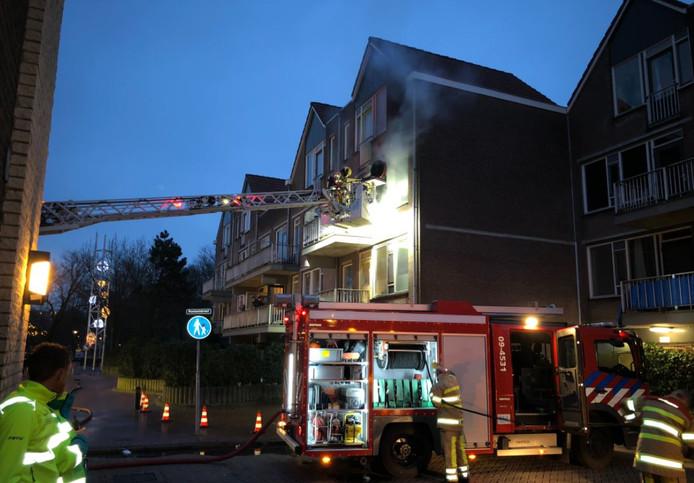 Rook slaat uit het appartement aan de Roelandtdreef.
