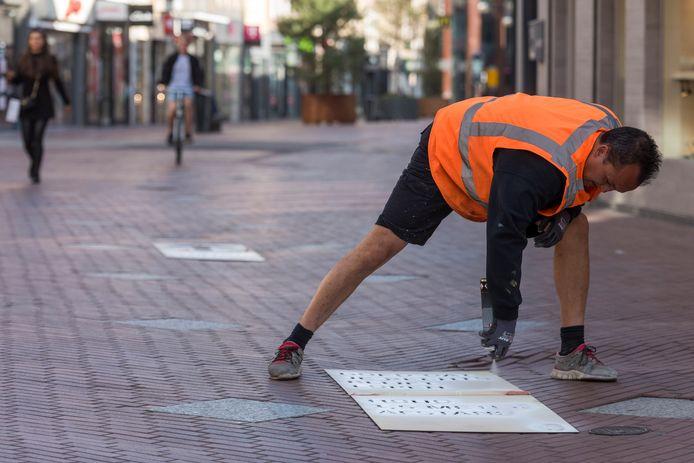 In het centrum van Eindhoven zijn maatregelen genomen om het winkelend publiek in goede banen te leiden.