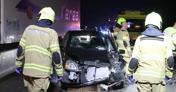 Twee vrouwen gewond bij aanrijding met truck op A1.