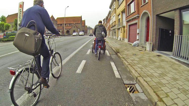 Smalle fietpaden in de Aalbeeksesteenweg.