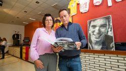 """""""Naar de koers kijken? Dat lukt ons nog niet"""": ouders overleden renner Bjorg Lambrecht emotioneel bij boekvoorstelling"""