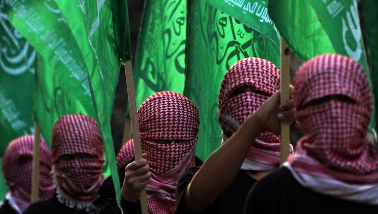 Gemaskerde mannen van de extremistische Ezzedine al-Qassambrigade, de gewapende tak van Hamas. Beeld epa