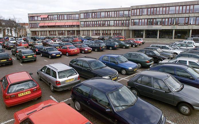Oldenzaal gaat samen met alle binnenstadspartners op zoek naar de juiste balans in het parkeerbeleid voor de binnenstad (op de foto de Ganzenmarkt).