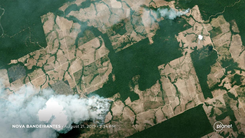 Een satellietbeeld van de branden in het Amazonegebied.