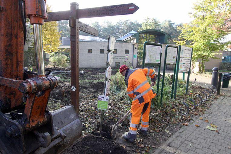 De werkzaamheden aan de toegang van de Kalmthoutse Heide zijn gestart.