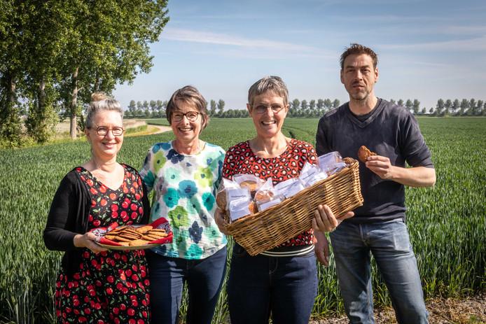 Manuela van der Heijden, Sarien Hage, Mariët Reins-Hage, en Corneel Droogers (vlnr) ontwikkelden het Tholenaartje.