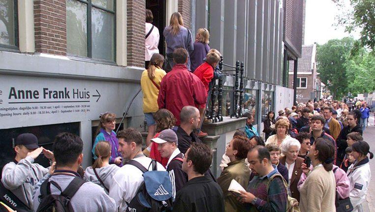 Zowel jongeren als ouderen waarderen Amsterdam vanwege het winkelaanbod, de horeca en cultuuraanbod. Foto anp Beeld