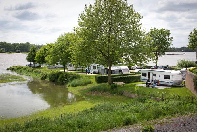De Oosterhoutse camping Grote Altena in hoogwatertijden.