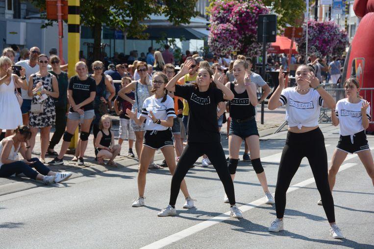Tijdens de Olympische straat gaven heel wat plaatselijke clubs demonstraties.