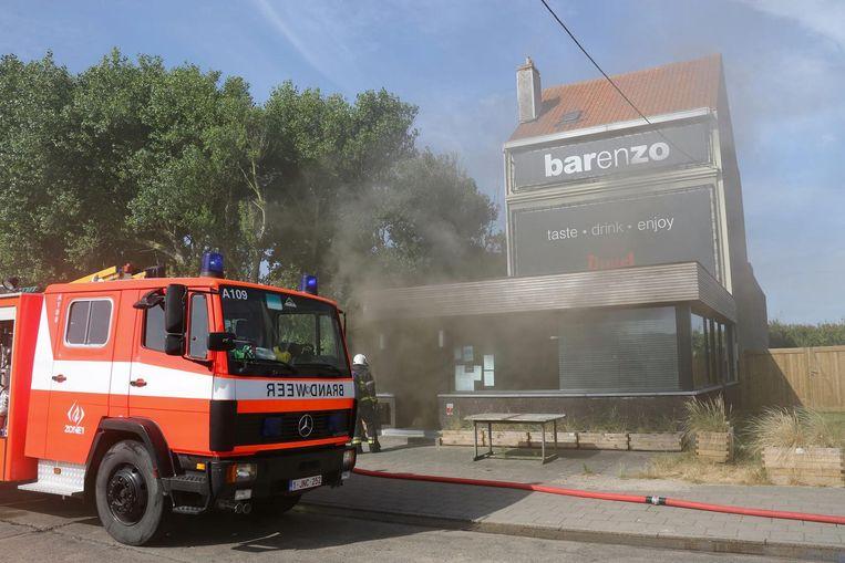 Het restaurant wordt omgeven door een rookwolk.