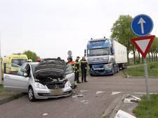 Botsing tussen vrachtwagen en personenauto in Deurne
