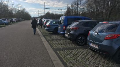 """Pendelaars zoeken alternatief na invoering betalend parkeren: """"Vlucht naar omliggende stations merkbaar"""""""