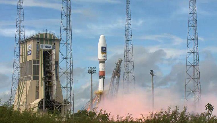 De lancering van de Russische Soyuz-raket met de vijfde en zesde Galileo-satellieten, gisteren in Frans Guyana. Beeld epa