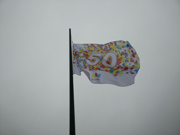 De vlag is gehesen.
